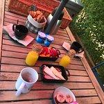 Un parfait petit déjeuner très complet servi à domicile