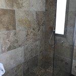 Une salle de bain très belle et spacieuse !!