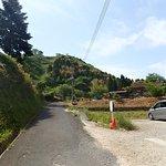 月山富田城の駐車場。狭い道を進んで行くとすぐにここに着きます。この先に駐車場は無いのでここで停めましょう。