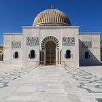 Il Mausoleo con la cupola dorata
