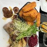 polędwiczka wieprzowa na rydzach + ziemniaczki rosti + buraczki zasmażane