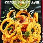 Pakora plathora ! The perfect indian snack (especially Pakoras and Chai in the rain) !