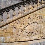 Bas relief au Palais Abbatial