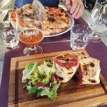Surprenant très bon resto  Tout est fait maison à un prix très raisonnable (exemple de prix pizza entre 10 et 13€50 Je recommande !!!!!!