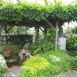 5湧水と花壇