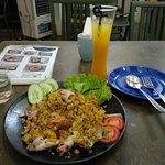 Nom Nom Restaurant & Cafe照片