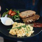 michana vajicka. scrambled eggs with bacon.