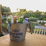 Η μπύρα είναι ένα από τα αγαπημένα ποτά του καλοκαιριού. Απολαύστε τη παγωμένη παρέα με αγαπημένους φίλους στο Anemos ενώ τα παιδιά σας απολαμβάνουν τον παιδότοπο μας. Καλή απόλαυση! ___________________________________ #απόλαυση #heraklion #anemos #beer