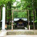 小野神社の社殿。実に良い雰囲気の中にあります。