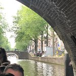 Small open boat - All drinks included - Luxurious 70 minutes canal cruise