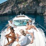 Private custom made boat tour with Jeanneau Prestige 34