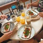 Foto de Crudo Cafe