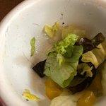 Ekelhaft. Menschenhaare im Salat meiner Frau, in meinen Quesadillas war eine TOTE FLIEGE !!