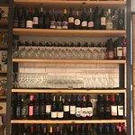 Vasta selezione di vini locali