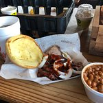 Photo de Rudy's Country Store and Bar-B-Q