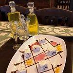 """Ένα κλασικό γλυκό με την δική μας προσέγγιση...""""Αρμενοβίλ""""το ελληνικό...σεμι φρέντο με καβουρδισμένα αμύγδαλα και κομματάκια μαύρης σοκολάτας."""