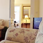 cosy guest lounge, library and drinks service