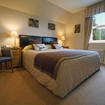 Room 9 classic king double/twin bedroom with garden view and bathroom