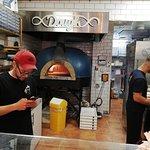 Foto van Dough Pizzeria Delivery