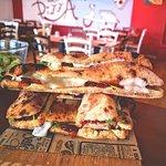 """¿Estáis preparandos para descubrir un nuevo nivel de sabor? 🤤 ¡Llegan los APERITIVOS ITALIANOS! 🇮🇹 Con una bebida 🍺 buffet libre 🍢. ¡No te faltará comida! 😋   Por solo 7 € todos los días de 19:00 a 21:00. ¡TODOS LOS DÍAS! 😱 ¿Os lo vais a perder? 😜  . . ¡Auténtica comida italiana 🇮🇹! Pizza 🍕 y """"Pagnottello"""" 🥖 hechos en horno de leña🔥 ¡Sabor y pasión en @farina_malaga! 💕 . .  📍C/DEMÓSTENES 59, MÁLAGA-TEATINOS 📞 951 77 66 98 🌐 pickyourkind.com  . . #FarinaMálaga #PickYourKind #Málaga #FoodMálaga"""