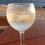 um Gin, com um mar e uma paisagem 5 estrelas