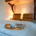 Bio-Hotel Kenners LandLust - der Adlerhorst mit gemütlich eingekuscheltem Bett unter dem Hochbett fürs Kind.