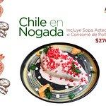 Chile en Nogada, especialidad de la casa con la receta de tradición familiar, platillo de tempor
