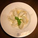 Pierogi ze szpinakiem z dodatkiem mascarpone parmezanu i masła
