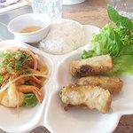 Nems, Brochette de crevettes et riz nature