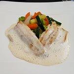 Fisch mit einer Weissweinschaum