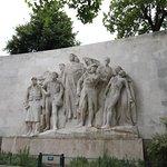 J'ai regardé cette statue de prés car celle-ci a coûté au minimum la bagatelle de 1 300 000 Francs