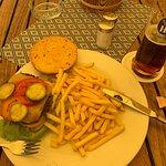 Burger ohne Sauce und mit vertrocknetem Analogkäse