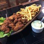Porção de isca de frango com fritas