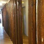 Pour accèder aux chambres du 1° étage...une haie de poutres anciennes .