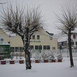 Beliebte Gaststätte im Winterlook