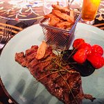 Sirloin Steak, vine tomatoes and chips