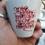 Le joli message sur la tasse à café