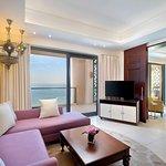 Al Dana Suite Sea View