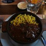 Menú Goulash + empanada de carne