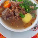 Oxtail soup yummy at tawangmangu Holiday time at Sarangan tawang mangu. Many people like oxtail soup yummy.  This is fenomenal soup.  Happy