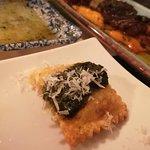 Ravioli de calabaza con pesto, parmesano y aceite de albahaca.