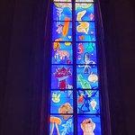 En 2003 l'artiste Stéphane Belzère est sélectionné pour la réalisation des vitraux côté Sud