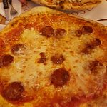 Leckere Pizza vom Holzofen