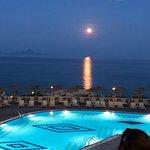 Grand Blue Beach Hotel Photo