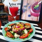 Saladas sempre feitas com muito amor e os melhores ingredientes.