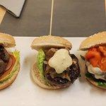 Lucy's Burger & Tapas resmi