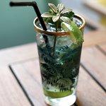 Cocktails drinken bij Hofman Café (Foto: Janneke Tol)