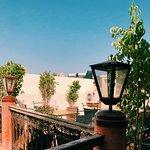 Idealne miejsce na spędzenie kilku dni w Marrakechu. Bardzo dobre śniadania. Niestety nie można tego powiedzieć o klimatyzacji która grzeje a nie chłodzi ;)