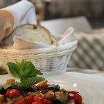 Pesce spada con verdure 🍅🍆🐟  #hosteriadeibaullari #lunch #tradition #italianrestaurant #campodefiori