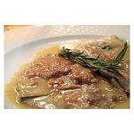 Saltimbocca alla romana! 🌱  #italianfood #campodefiori #hosteriadeibaullari #tradition